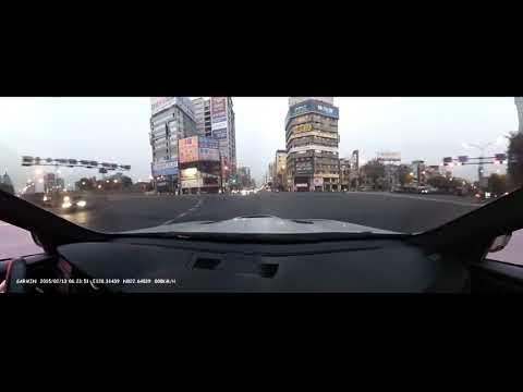 高雄街頭狂飆遇到垃圾計程車迴轉(VDO 8047原聲版)