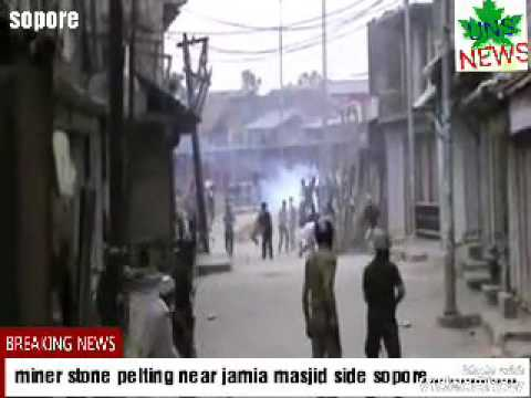 stone pelting near jamia masjid side sopore.....................