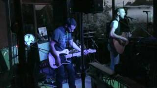 "Asaf Avidan & the Mojos, ""Her Lies"", ""Rubberband Girl"", live au Lapin Blanc, 14/06/10"