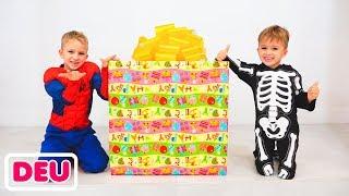 Vlad und Nikita suchen Geschenkspielzeug für Roma aus
