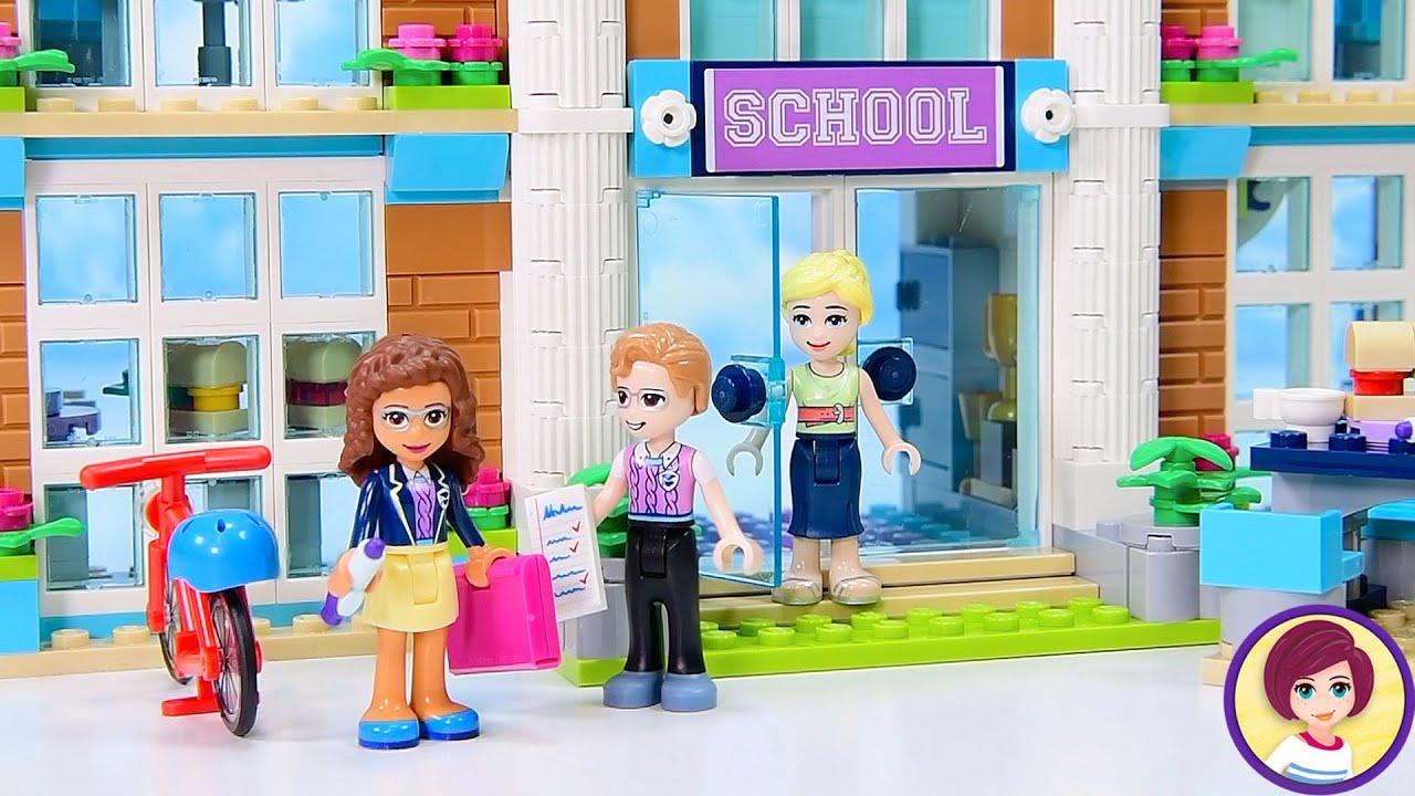 The Lego Friends actually go to school? Who knew 🤷🏻♀️ Heartlake City School Build