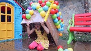 ÖYKÜ YAĞMURA YAKALANDI! Grandpa and Öykü Pretend Play the Rain Garden- Oyuncak Avı fun Kids