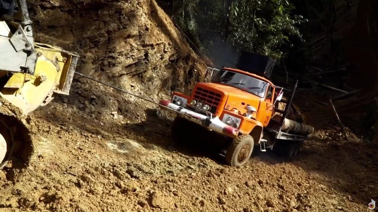 Deadliest Journeys - Borneo: The Jungle Convoy