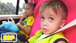 Estamos en el auto   Historia de niños con Vlad y Nikita