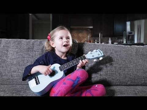 TWINKLE TWINKLE LITTLE STAR  5YearOld Claires First Song on Ukulele