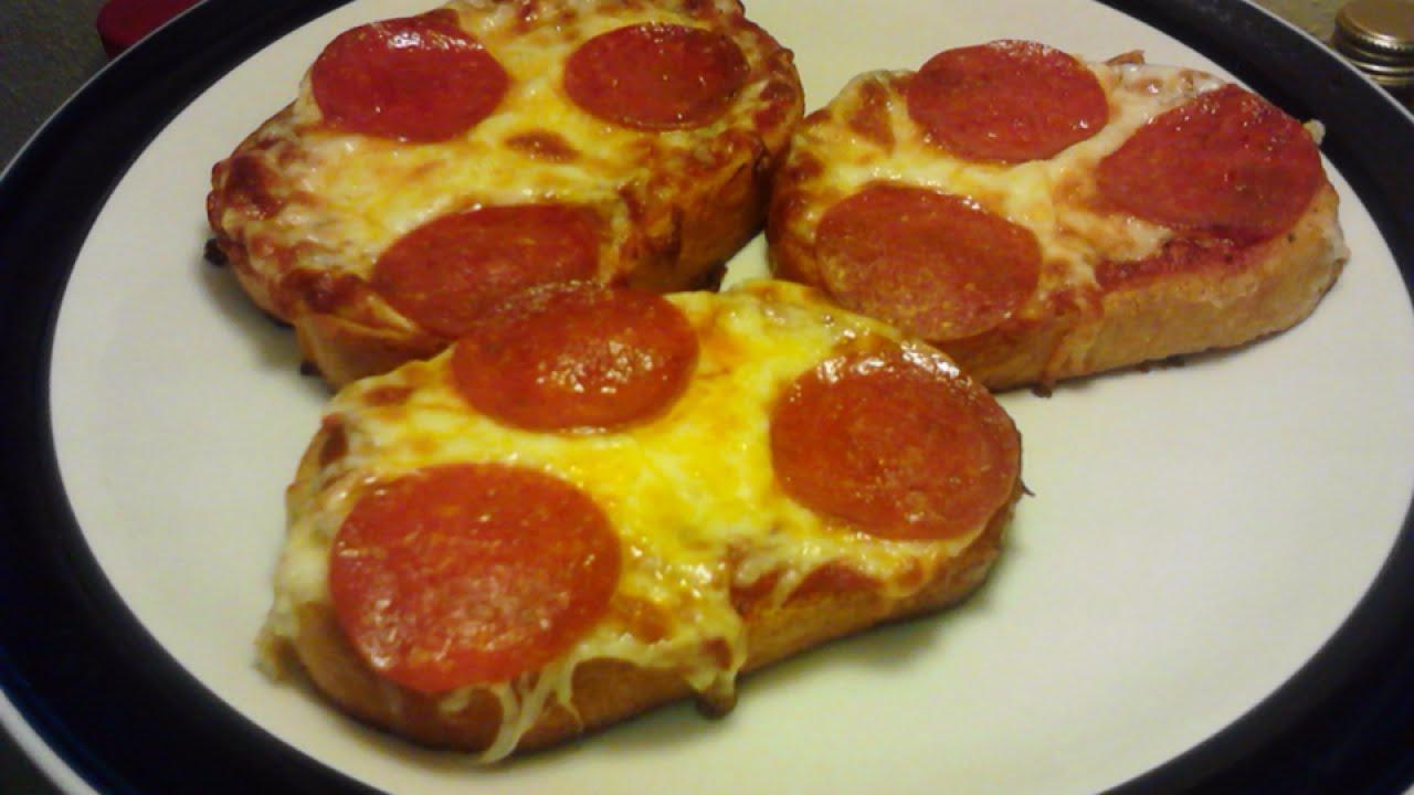 How To Make Delicious Easy Garlic Bread Pizza - DIY Food ...