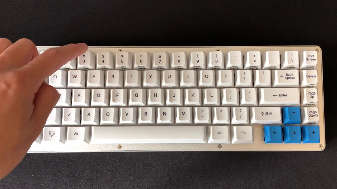 Keebs - Typing Test TX60 Ergo Clears 62g by Hai Chung