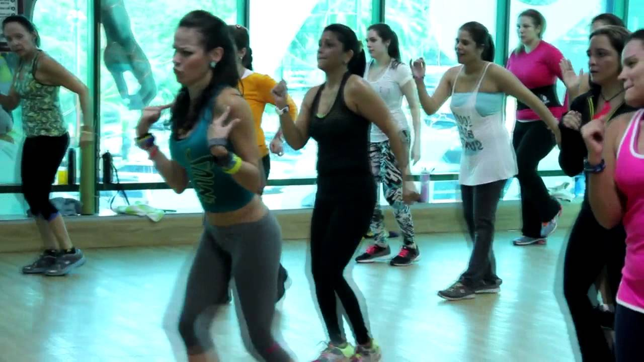 Baila zumba para bajar de peso