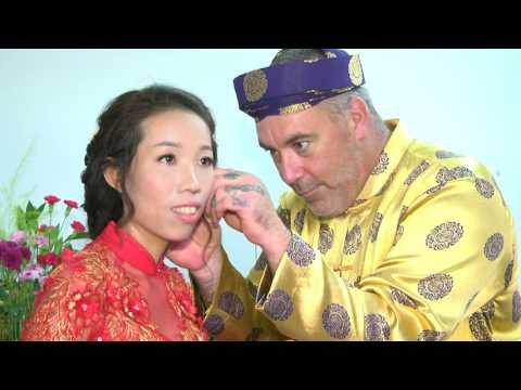 A big guy canadian marry a tiny asian Vietnamese girl (wedding Stephen MacRae and Thu Bui)
