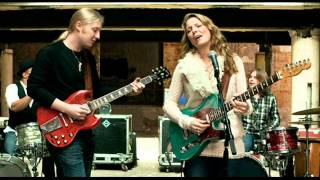 Watch Susan Tedeschi Tired Of My Tears video