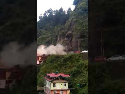 #Shimla #landslide horrible Vehicles flying