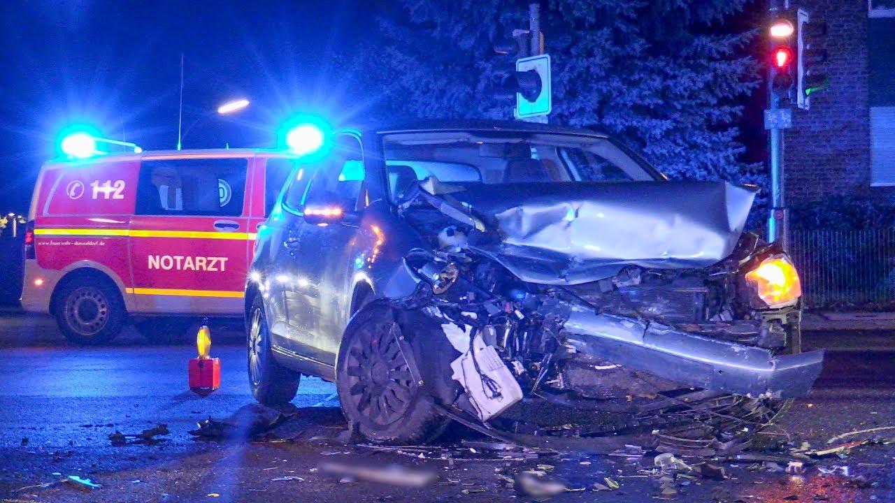 Schwerer Frontalunfall In Kreuzung 2 Personen Verletzt