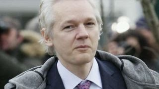 Tucker Carlson: Julian Assange has no reason to lie