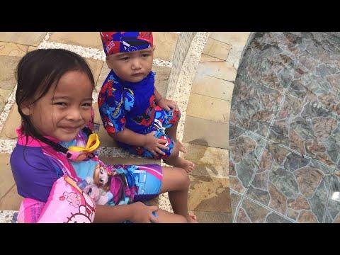 Mencoba Terapi Ikan   Zara Cute di Owabong