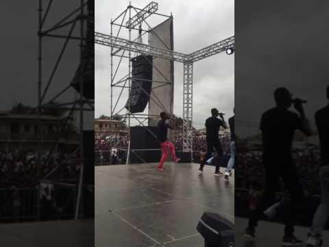 Algemas no Show das multidoes em Cabinda