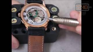видео Замена батареек в часах