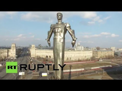 Cosmonautics Day: Drone buzzes Gagarin statue & Monument to the Conquerors of Space in Moscow