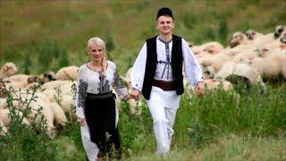 Lena Miclaus si Bogdan Cioranu - Sunt cioban si o duc bine
