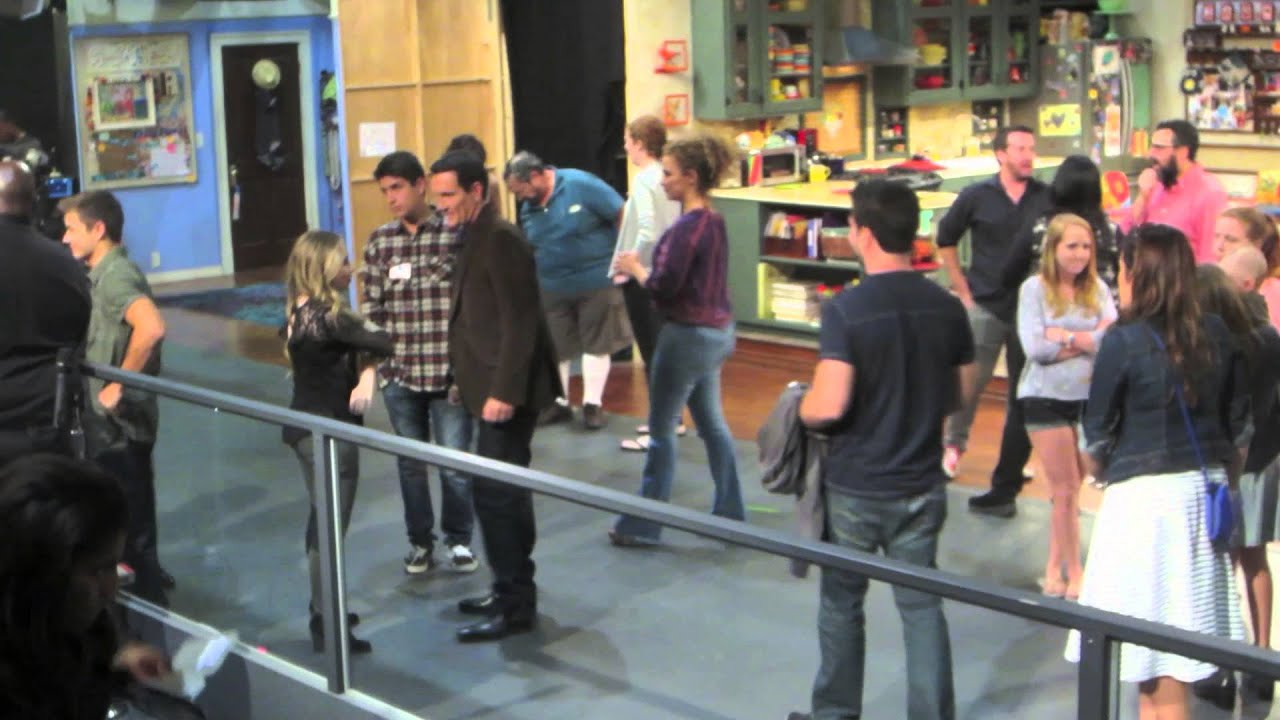 girl meets world set pictures Rider strong & boy meets world cast visits girl meets world set fans of the 90s sitcom boy meets world were excited to learn of the disney channel's revamp of the series called girl meets world, which stars rowan blanchard as cory and topanga's daughter, riley photos: '90s kids: then & now.