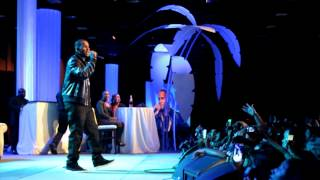 """R Kelly """"I Believe I Can Fly"""" Live in Las Vegas"""