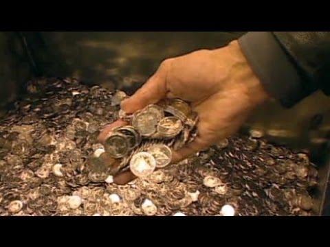Euro slips on debt crisis worries