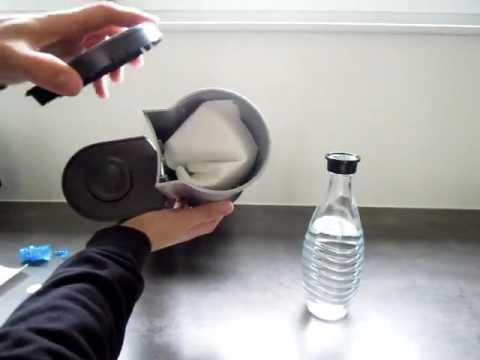 sodastream wassersprudler crystal kein kunststoffgeschmack im wasser youtube. Black Bedroom Furniture Sets. Home Design Ideas