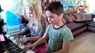 Игра на синтезаторе В ЧЕТЫРЕ РУКИ!!!!