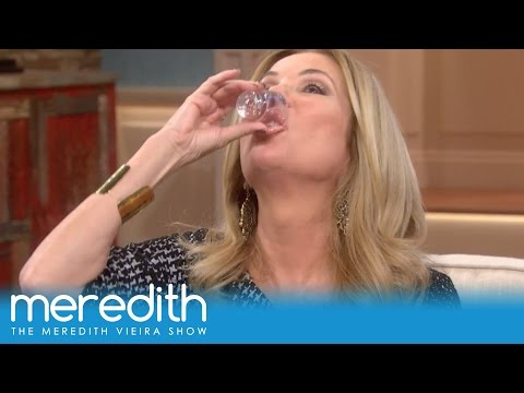 """Kathie Lee Gifford Plays """"Drink Or Dish"""" 