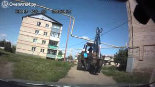 Тракторист против газовой трубы!!! Приколы!!!