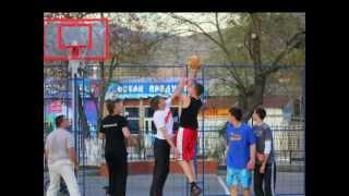 Баскетбол. Судак. 2012(24 апреля 2012. Баскетбольная площадка в Судаке во дворе школы-гимназии № 1.