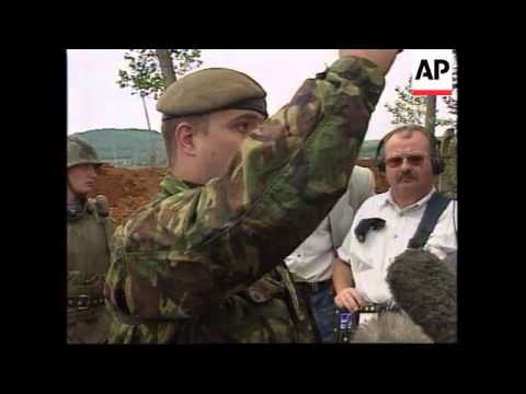 YUGOSLAVIA: KOSOVO: PRISTINA: RUSSIANS BLOCK ACCESS TO AIRPORT