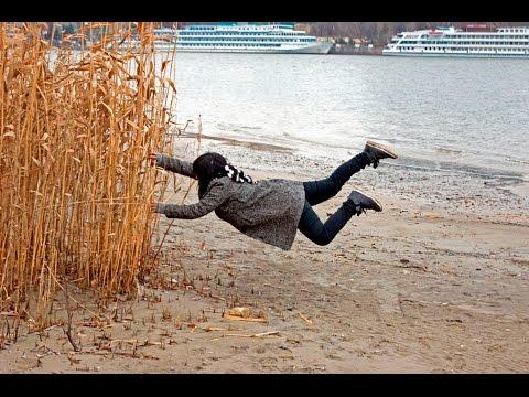 Когда сильный ветер))прикол с ветром
