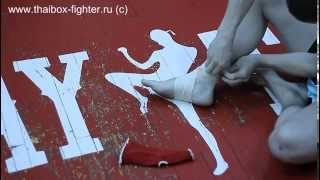 Наматывание бинта на ногу