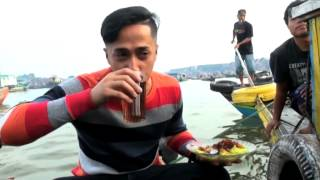 Makan Ditengah Sungai Sensasi Baru Bagi Irfan Hakim