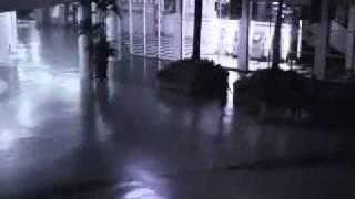 Un angel cae en un centro comercial en Indonesia