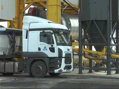 Как работает асфальтовый завод в разгар сезона дорожных работ .