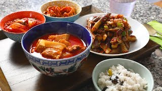 Spicy pork stew (Dwaejigogi-jjigae: 돼지고기찌개) thumbnail