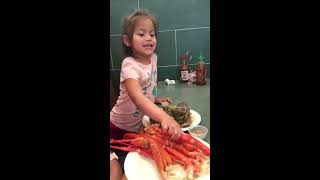 Eating Chinese buffet | delicious food | seafood | Crab legs | kids food