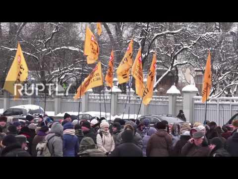 Ukraine: Protesters demand their money from failed Mikhailovsky Bank in Kiev