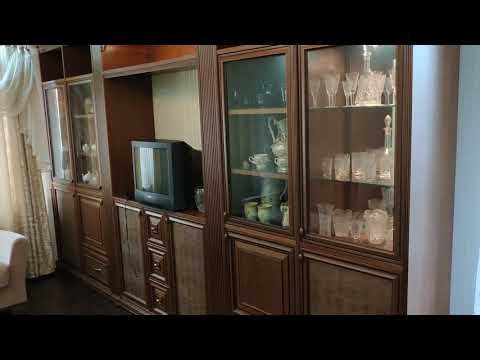 Итальянская стенка в гостиную в классическом стиле