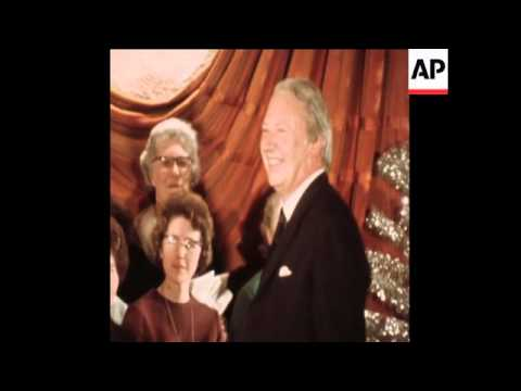 SYND12/12/71 BRITISH PRIME MINISTER, EDWARD HEATH CONDUCTS CHRISTMAS CAROL CONCERT