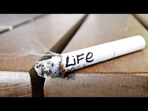 Как избавиться от запаха сигарет на одежде быстро без стирки?