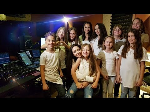 WE ARE THE WORLD - ( Cover by Michael Jackson ) - MARIA NICOLE - BiBi - & FRIENDS