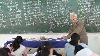 Retired Chinese teacher, 92, offers free English lessons for 19 years