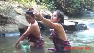 Download Video ngintip dua cewek desa yang mandinya parah bnget MP3 3GP MP4