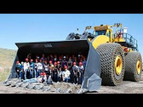 Maquinas gigantes trabalhando