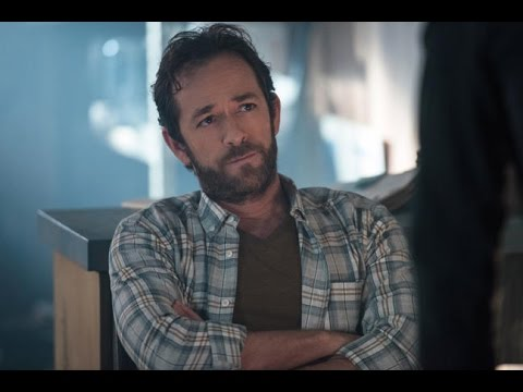 Riverdale: Luke Perry Talks Fred's Fate in Season 2