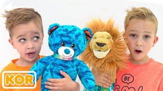블라드와 니키타와 아이들 장난감과 함께 재미있는 이야기