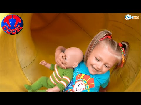 ✔ Беби Борн и Ярослава. Прогулка с Куклой в Парк / Baby Born Doll goes for a walk in the park ✔