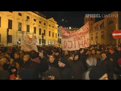 Erste Pegida-Demo in Wien: Merkwürdige Parolen und deutsche Flaggen